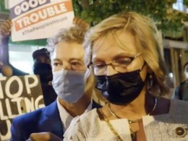 WATCH: Black Lives Matter Protesters Surround Rand Paul for Several Minutes After RNC