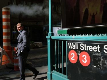 Dow Falls as NYC's Virus Infection Rate Threatens to Derail Recovery